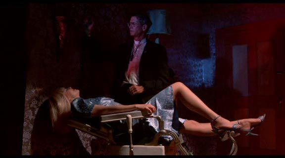 Zira burada yan karakterler de seks sahneleri de alışılagelmedik bir 'erotik-gerilim' vizyonu sunuyor.