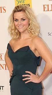 Reese Witherspoon, marka giysileriyle son derece kusursuz görünüyor.