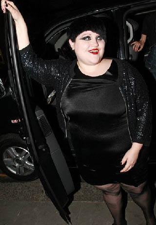 Ditto aynı zamanda Jean Pal Gaultier'nin 2010 Paris Moda Haftası kapsamında düzenlediği defilede de podyuma çıktı.