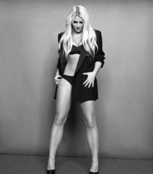 """Cinselliği ilk kez 12 yaşında öğrendiğini anlatan Britney, """"12 yaşımdayken, annemden öğrendim. Kafam karışmıştı ve iğrenmiştim"""" dedi."""