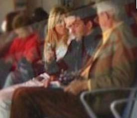 Önce arkadaş olan ikili aşklarını uzun süre inkar etti. Ama bu fotoğraf her şeyi açığı çıkardı. Roma tatilinden dönüşte havaalanında çekilen bu karede Kobal, hasta olan sevgilisinin ateşi olup olmadığını şefkatli bir hareketle kontrol ediyordu.