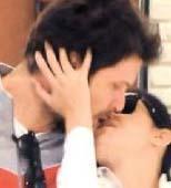 """Namal sevgilisiyle öpüşürken görüntülediğinde gazetecilere """"Evyah! Halama ne diyeceğim"""" şeklinde esprili bir tepki göstermişti."""