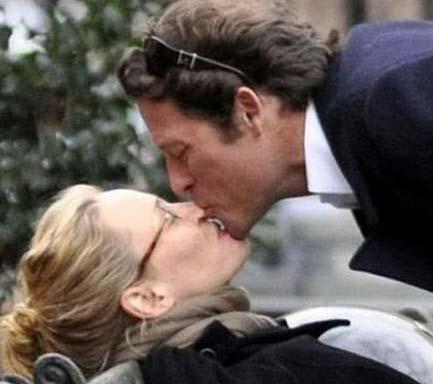 Uma Thurman ile Arpad Bousson'un park öpücüğü.