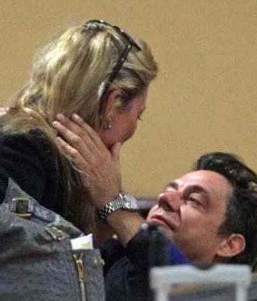 Kate Moss ve kocası Jamie Hince kalabalığı hiç umursamıyor.