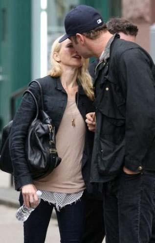 Naomi Watts ve Liev Schreiber'in sokak öpücüğü..