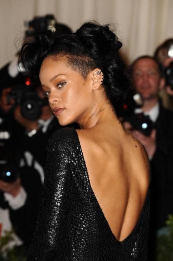 Rihanna her zamanki gibi yine iddialıydı.
