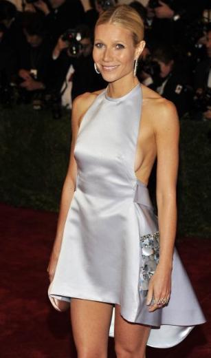 Paltrow'un elbisesi Prada imzalıydı.