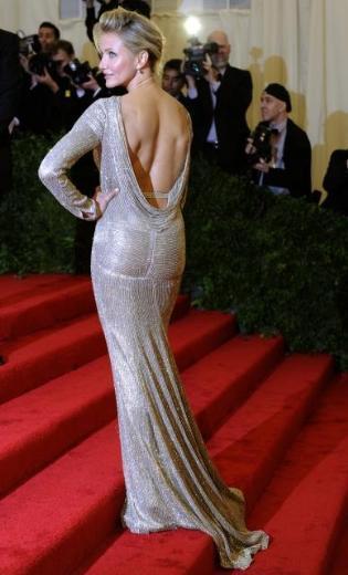 Cameron Diaz, Oscar gecesi giydiğine benzer bir kıyafetle katıldı galaya.