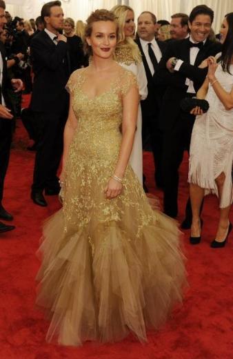 Leighton Meester, Marchesa tasarımı bir elbiseyle gecee katıldı.
