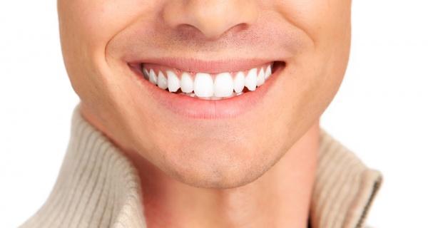 Sararmış dişler   Dişlerinizin sapsarı görünmemesi için elinizden geleni yapın.