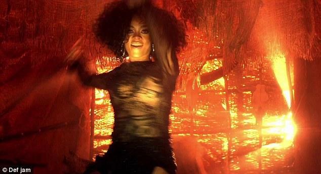 Ünlü şarkıcının yeni klibi 24 saat içerisinde en çok izlenen klip oldu.  RIHANNA'NIN WHERE YOU HAVE BEEN ŞARKISININ KLİBİ İÇİN TIKLAYIN