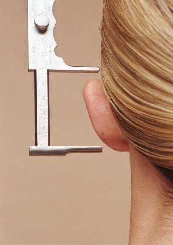 Kulak Estetiği (Otoplasty) - Özellikle, gelinlerin topuz yaptırırken kulaklarının şeklinde ki şikayetlerine göre uygulanır. Düğün öncesi en sık yapılan estetik operasyonlardan biridir.