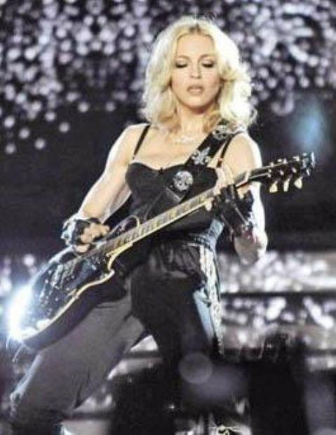 Madonna'nın en büyük korkusu gök gürültüsü... Pop müziğin divası, kötü havalarda çocuk gibi yorganın altına saklanıyormuş.