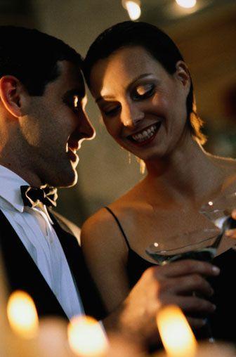 """Çok içki içmeniz   Erkekler eğlenceli kızlardan hoşlanır ama sadece ilk bir-iki saat için. Bir kızı deli gibi dans ederken izlemek bir süre sonra heyecanını kaybeder. 33 yaşındaki Evren durumu şöyle örnekliyor: """"Peşpeşe içki içen bir kadın gördüğüm zaman, çok içtiğim gecelerin ertesi sabahındaki halim gözümün önüne geliyor: Hasta, kalın sesli ve kurbağa gözlü. O kadının birkaç saat sonra öyle gözükeceğini bilmek hiç de seksi değil."""""""