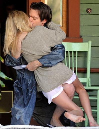 Kate Bosworth ve Justin Kirk, başrollerini paylaştıkları BFF& Baby adlı filmin Los Angeles'taki çekimlerinde senaryo gereği uzun süre dudak dudağa kaldı.