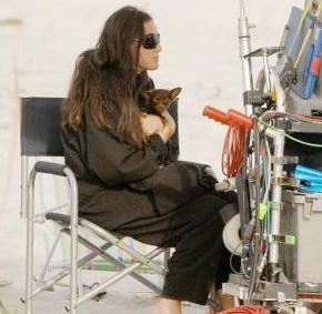 Demi Moore, bir zamanlar evli oldğu Ashton Kutcher'ı film setinde bile yalnız bırakmazdı.