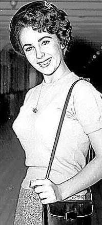Beyazperdenin efsane yıldızlarından Elizabeth Taylor 16 yaşındayken...