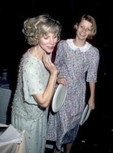 Gwyneth Paltrow, 13 yaşındayken annesiyle birlikte
