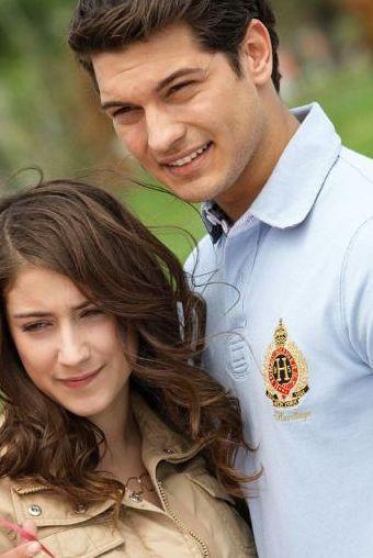 ÇAĞATAY ULUSOY 2010 yılında Best Model of Turkey birincisi oldu ve mankenliğe başladı. İstanbul Üniversitesi Peyzaj Bölümü'nde okudu, oyunculuk dersleri aldı. 'Anadolu Kartalları' filminde Üsteğmen Ahmet Onur karakterini oynayan Ulusoy'u, 'Adını Feriha Koydum' dizisinde Emir karakterinde izliyoruz.