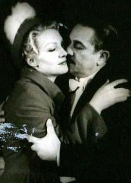 Yedi Köyün Zeynebi adlı oyunla sahneye çıktı. Bir yıl onra Ertuğrul'un yönettiği Söz Bir Allah Bir filmiyle beyazperdeye geçti. 1935 tarihli Bataklı Damın Kızı Aysel ise ona Türk sinemamının ilk kadın yıldızı unvanını kazandırdı. aAtık Türkiye'nin Marlerne Dietrich'iydi.