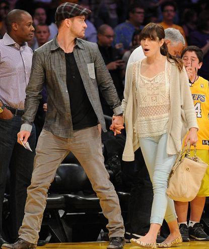 Ancak ikili Lakers'ın, Denver Nuggets'ı 96-87 yendiği maçı izlemek yerine tribünde romantizm yaşadı.