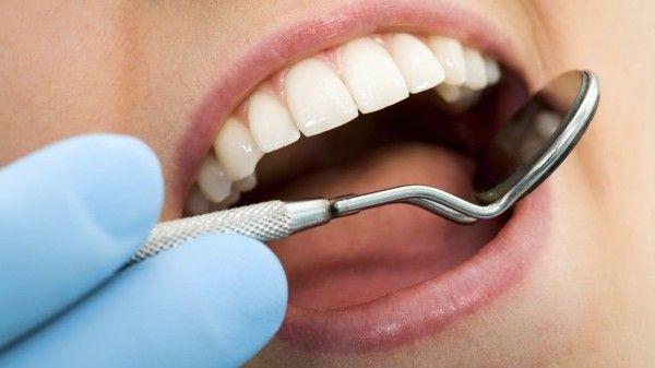 Ortodontik tedavide ağız dışı aygıt takma zorunluluğu vardır. – Yanlış  Son dönemde sıklıkla  kullanılan ve uygulaması çok kolay olan  mini vidalar, ağız dışı estetik olmayan aygıtların yüzde 85 oranda yerini almıştır.