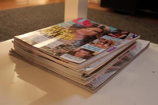 Benim evime gelenin dikkatini en çok çeken şey her yerde duran dergilerdir. Dedikodu dergisinden tütün, alışveriş dergisine kadar her çeşit dergi bulunabilecek bir ev benimkisi...