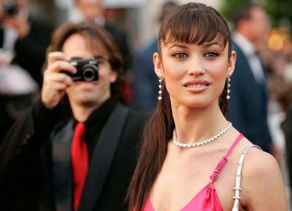 Quantum of Solace filmindeki Bond kızı rolüyle adını duyurmuştu.