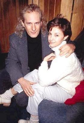 """Michael Bolton ve Ashley Judd'un ilişkileri 1996 yılında başlamıştı.  Aşkları kısa sürdü ama Judd hálá o günleri unutamıyor: """"Michael ile büyük bir aşk yaşamıştık. O ilişkiyi hala unutamadım."""""""