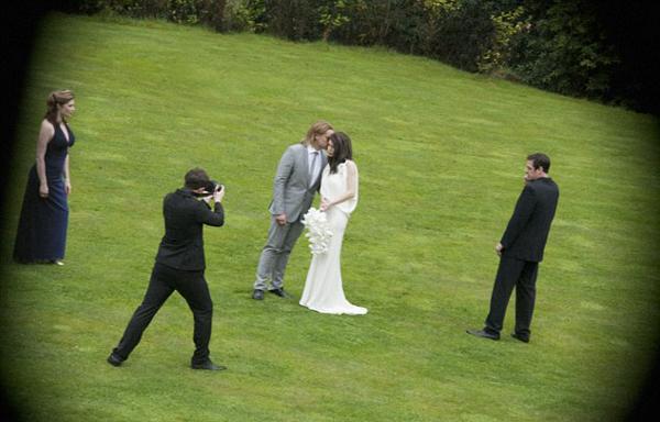 Uzun zamandır birlikte olan ancak evlilik konusunda acele etmeyen Hollywood'un iki büyük yıldızı Angelina Jolie ve Brad Pitt, nihayet evlendi.