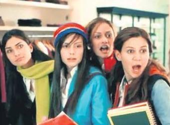 2000'li yılların başında yayınlanan bu reklam filminde rol alan genç kızlar birbiri ardına şöhret basamaklarını tırmandı. O dönemde kariyerlerinin henüz başında olan bu dört genç kız sonradan çok izlenen TV dizilerinde rol aldı..