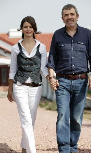 Daha sonra Aşka Sürgün ile başladığı dizi serüvenini Aşk-ı Memnu ile sürdürdü. Şu sıralar Fatmagül'ün Suçu Ne adlı dizide rol alıyor.