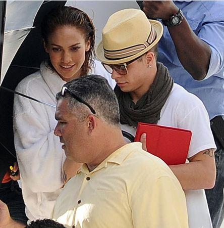 Ünlü şarkıcı Jennifer Lopez yıllara meydan okumayı sürdürüyor. 42 yaşındaki iki çocuk annesi Lopez, Vogue için mayolu objektif karşısına geçti.