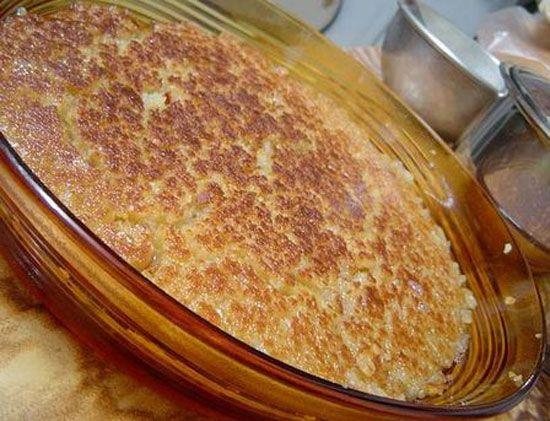Höşmerim  Malzemeler:  Süt 1 kg, peynir mayası yeteri kadar, irmik 1 subardağı, şeker 2,5 su bardağı, yumurta sarısı 1 adet, gıda boyası pirinç büyüklüğünde  Hazırlanışı  Önce süt parmağın yanmayacak kadar ısıtılarak peynir mayası ile mayalanır. Süt, peynir tuttuktan sonra suyu ile birlikte yumurta sarısı ilave edilerek el çırpıcısı ile çırpılarak parçalanır daha sonra ateşin üzerine alınarak kaynamaya bırakılır. Kaynamaya başladığı zaman önce şekeri sonra irmiği ilave ederek koyulaşıncaya kadar kaynatmaya devam edilir (ne katı ne de sıvı olacak). İndirmeye yakın gıda boyası su ile eritilerek ilave edilir ve soğuk servis yapılır.  Not: gıda boyası hafif sarı olması için katılır olmasını istemeyenler katmayabilir.