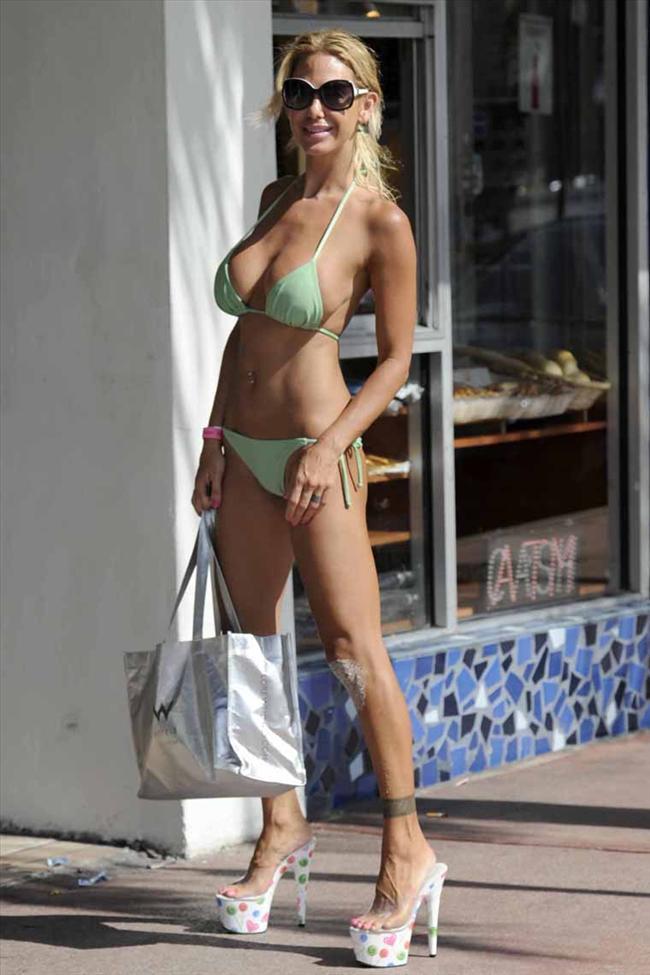 Ünlü model plajda sevişirken yakalandı - 40