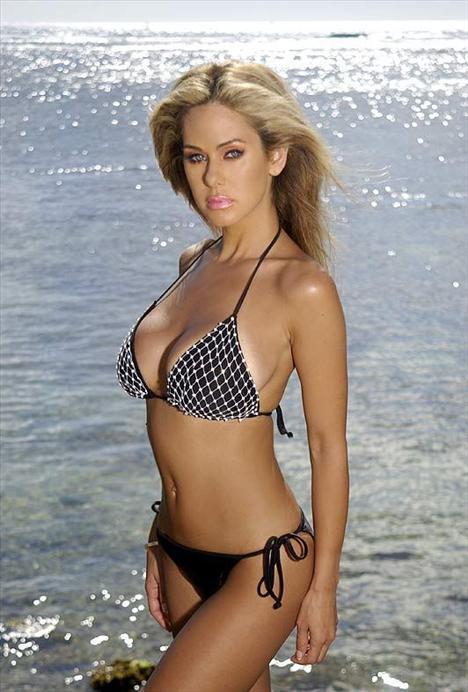 Ünlü model plajda sevişirken yakalandı - 59