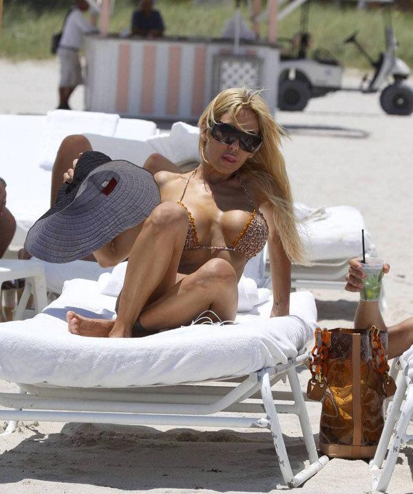 Ünlü model plajda sevişirken yakalandı - 11