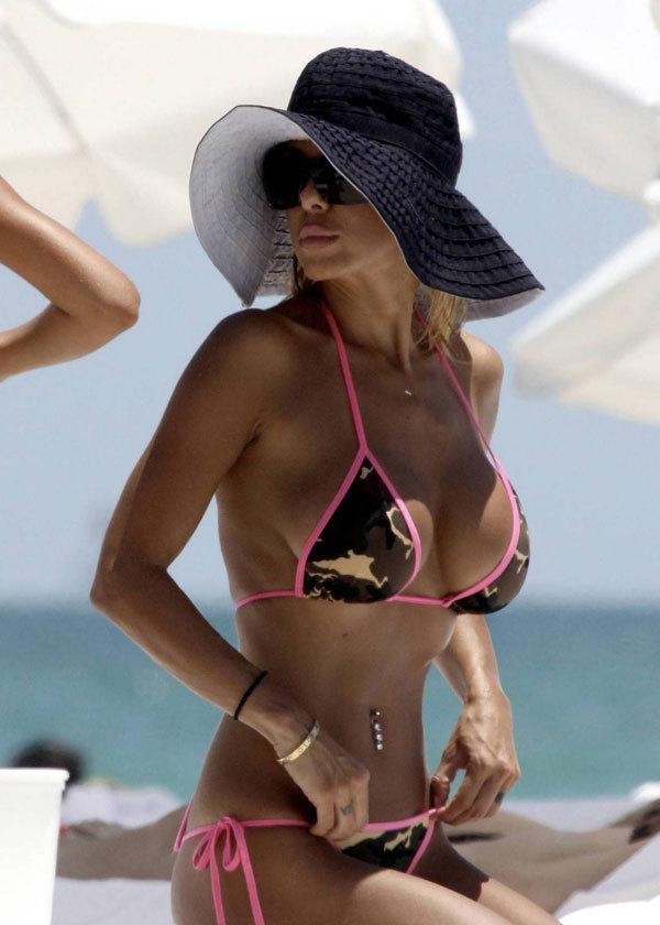 Ünlü model plajda sevişirken yakalandı - 18