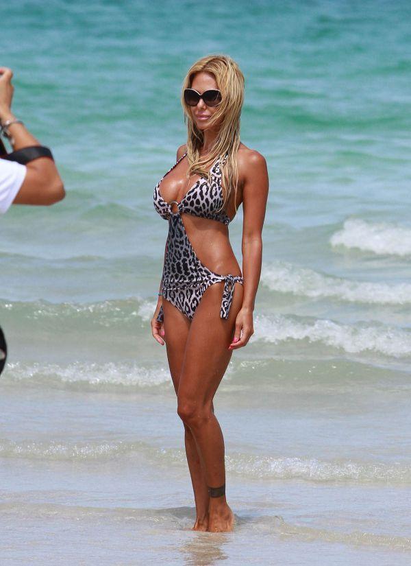 Ünlü model plajda sevişirken yakalandı - 31