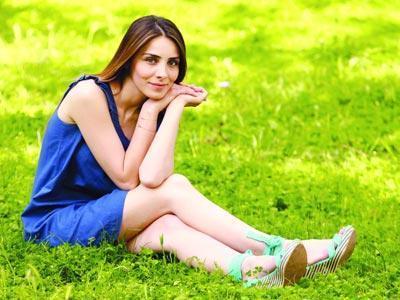 Sonra da Haliç Üniversitesi'nde moda tasarımı okudu.