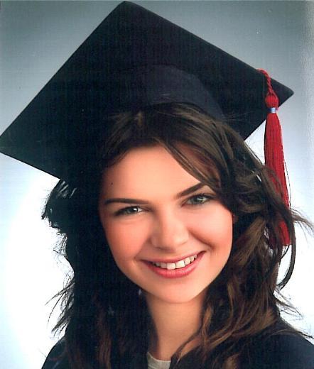 Sonra da Eskişehir Anadolu Üniversitesi Turizm İşletme'den mezun oldu.