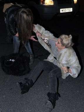 İşte alkol alıp yerinde duramayan ünlüler...  Katie Waissel