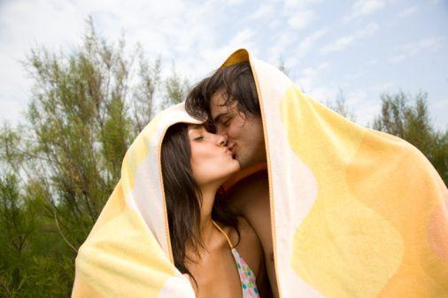 10- AIDS olduğunuzdan şüphelendiğiniz ve bu durumda korunmadan cinsel ilişkiye girdiğiniz hiç oldu mu?   11- Para karşılığı cinsel ilişkiye girdiniz mi?   12- Halka açık bir yerde partnerinizle yaramazlık yaptığınız için uyarıldınız mı?