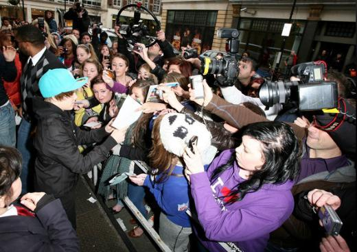 Bieber'ın hayranları genellikle belli bir yaşın altındaki genç kızlar.