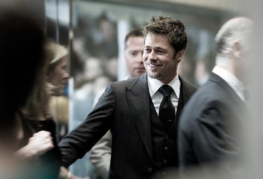 Brad Pitt de gittiği her yerde hayranları tarafından kuşatılıyor.