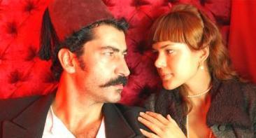 O SAHNELERDE İÇİM BURKULDU Bir dönem Kenan İmirzalıoğlu ile aşk yaşayan Zeynep Beşerler, aktörün Son Osmanlı Yandım Ali filminde rol arkadaşı Anna Babkova ile ateşli sahnelerini izlemekten pek hoşlanmadığını söylemişti.