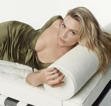 TUHAF HİSSETTİM AMA İŞİMİ YAPTIM  Titanik'ten yıllar sonra Revolutionary Road filminde Leonardo Dicaprio ile kamera karşısına geçen Kate Winslet, ateşli sahnelerde rol aldı.