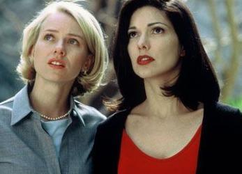 ERKEKLERLE OYNAMAK DAHA ZOR  Drive adlı filmde Laure Elena Harring ile aşk sahneleri olan Watts pek zorlanmamış.
