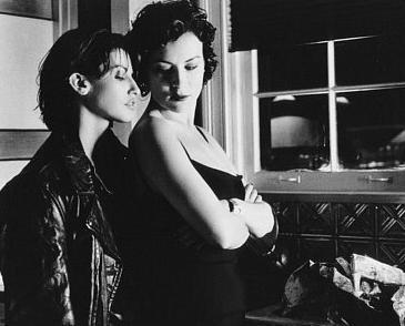 """Gina Gershon (Tuhaf İlişkiler filminin oyuncusu)  """"Çok güldük. Jennifer'a tapıyorum, filmin sonunda aramızda kardeşçe bir sevgi oldu. Mesela o şey diyordu 'Onu burada tut ve sıkma,' ve ben devam ediyordum, 'Şimdi elini buraya koy...' Harika zaman geçirdik!"""""""