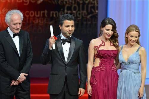 Jüri bu yıl ''en iyi yönetmen ödülünü'' ise''Post tenebras lux'' isimli filmiyle Meksikalı yönetmen Carlos Reygadas'a verdi.  Festivalde bu yılki ''jüri ödülü'' ise 75 yaşındaki İngiliz yönetmen İngiliz Ken Loch'ın, ''La part des anges'' isimli filmine verildi.  Cannes festivallerinden aldığı ödül sayısını beşe çıkartan İngiliz yönetmen, törende yaptığı konuşmada, ödülü dünyada kemer sıkma politikalarına karşı çıkanlara adadığını söyledi.